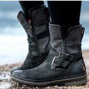 UGG Women's Simmens Waterproof boots size 9